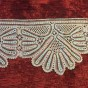 En fin handknypplad bred spets, 230 cm lång. - En vacker handknypplad bred spets