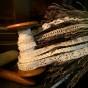 En antik bobinrulle med över 6 meter spets. - En antik bobinrulle med ca, 6,5 m spets