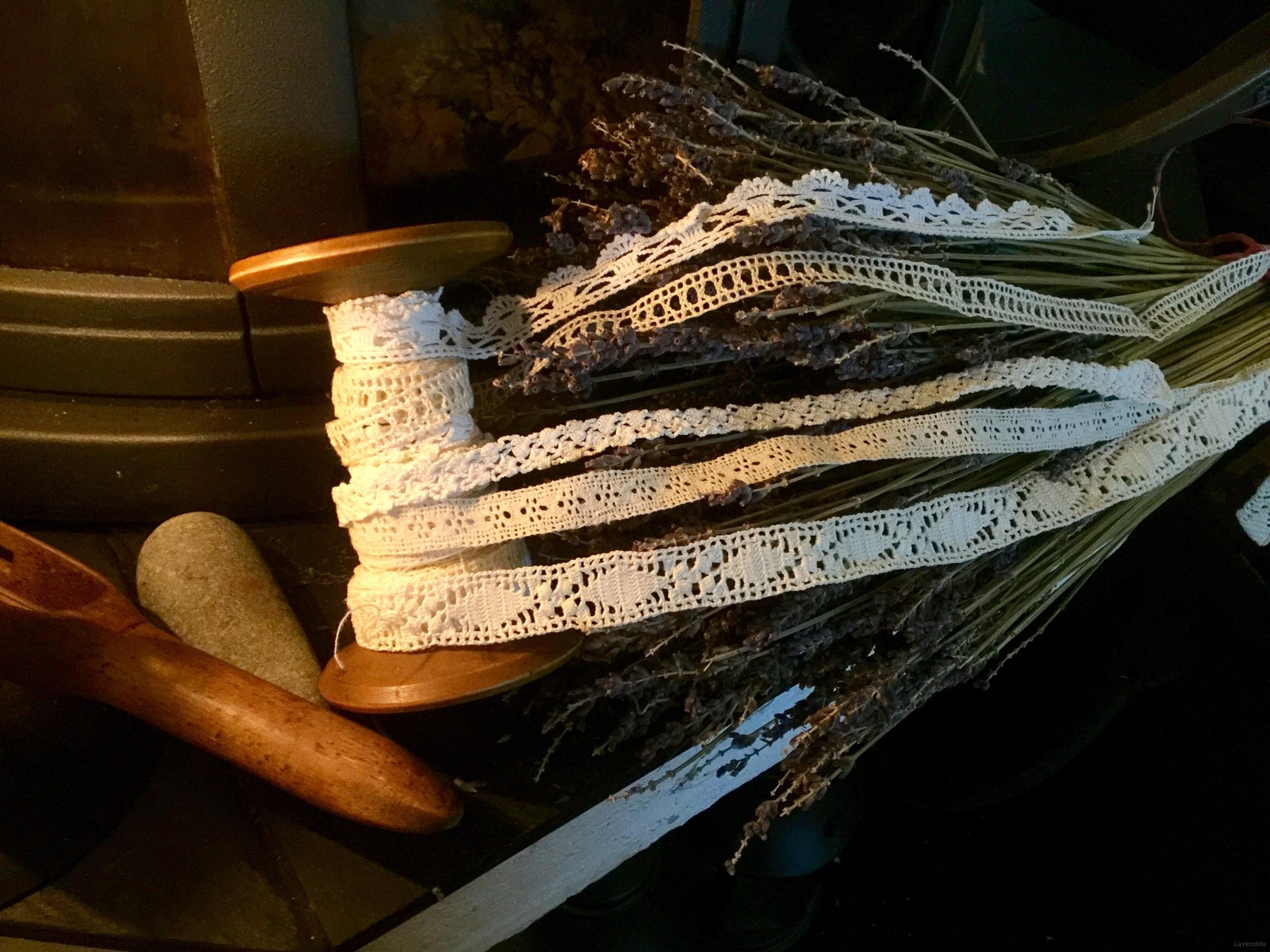 5 olika spetsar, en handknypplad