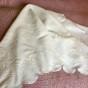 En mycket vackert duk i vitbroderi på linne, 130 cm x 125 cm.