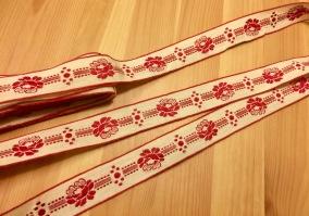 Fint äldre bomullsband, 6,5 meter. Oanvänt! - Fint bomullsband i julfärger.