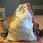 En ljuvligt fin lavendelpåse, 20 x17 cm i vackert handbroderi.