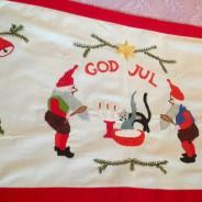 Bra pris! En fantastiskt handbroderad julbonad, nyskick!