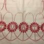 En äldre tvättpåse, handbroderad i rött och vitt.