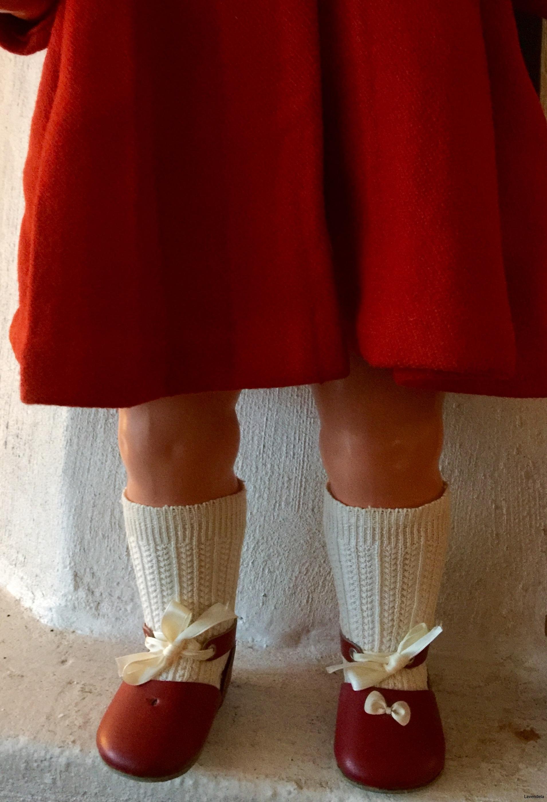 Knästrumpor och röda skor