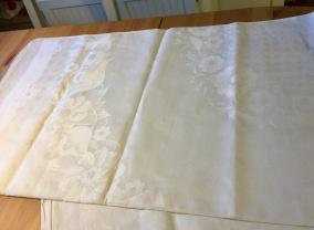 En vackert linneglänsande damastduk, 210 x 150 cm! - En vackert linneglänsande duk