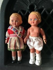 Rea! Två små gulliga dockor i fint skick! - BÄSTA PRISET! Två söta små dockor