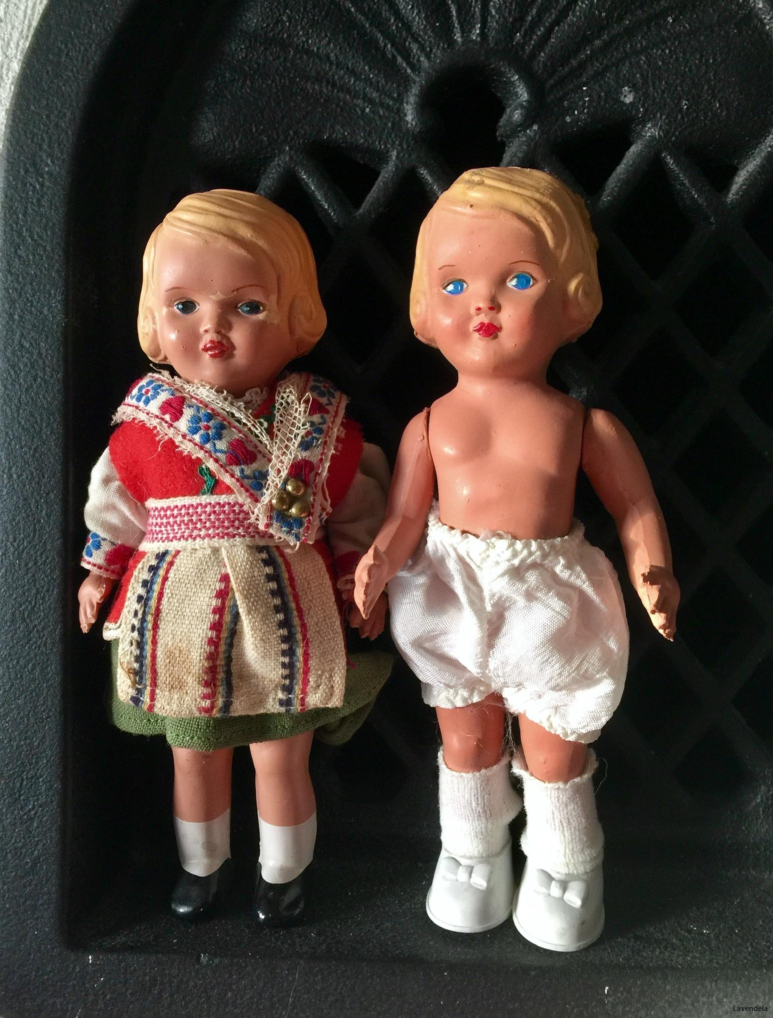 Två små dockor