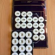 30 stycken äldre linneknappar, 10 mm.