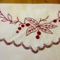 Ett fint prynadsfodral i rött och vitt.