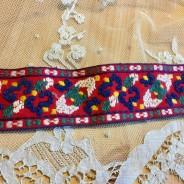 Ett äldre handvävt i härliga färger!