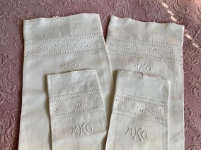 Sex delar äldre vackra örngott, lakan i finaste linne! - Sex delar härligt handvävda lakan, örngott.