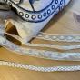 En antik bobinrulle med vackra spetsar! - En antik bobinrulle m spetsar