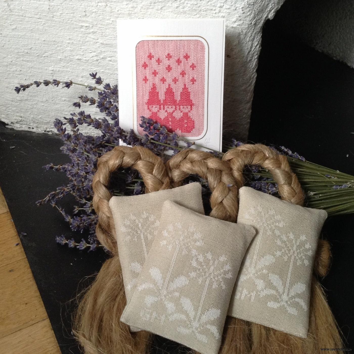 Handvävt julkort, handvävda lavendelkuddar.