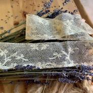 En mycket vacker handsydd tyllspets, antik!