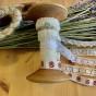 Rea! En antik bobinrulle med vackra spetsar!
