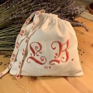 En handsydd lavendelpåse i linne, 17 x 16 cm!