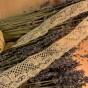 En ljuvligt vacker tyllspets i beige nyans, 4 m lång!