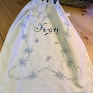 En äldre fint handbroderad tvättpåse!