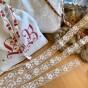 En vacker vit tyllspets, 5 m lång! Oanvänd! - En fin tyllspets, 5 meter, 2 cm bred.