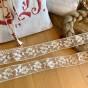 En vacker vit tyllspets, 5 m lång! Oanvänd!
