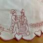 En rar liten duk, med text, 32 x 23 cm! - En rar liten duk i rött och vitt