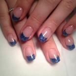 Nagelförstärkning med blått glitter