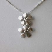 Silver flower - Halsband med två lika blommor