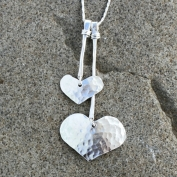 Joline - Silverhalsband med hamrade hjärtan