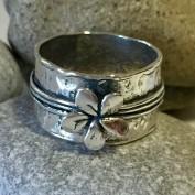 Silver flower - Rå silverring med blomma