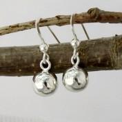 Hängande silverkulor