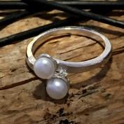 Chantelle - Silverring med vita sötvattenpärlor