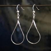 Colette - Droppformade silverörhängen