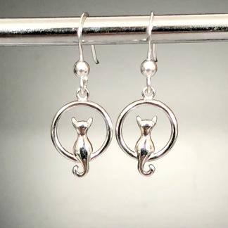 Siluett - Kattörhängen i silver