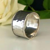 Marilyn - Snygg hamrad ring i silver