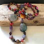 Sibylla - Långt mycket fint halsband med agatstenar