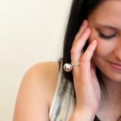 Janelle - Stilren ring med silverkula