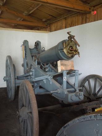 En 12 cm kanon m/1885 i marschläge