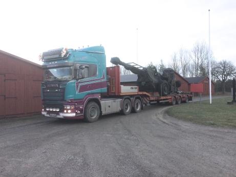Haubits 77B anländer från Bofors med trailer.