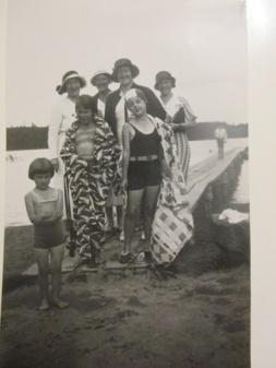 Hela släkten samlad i Vimmerby där mammas syster bodde samt sin bror skogsmästaren bodde
