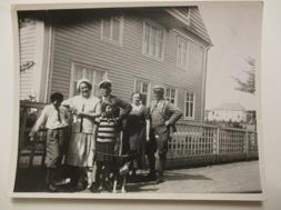 Åke, Märta, Kärsti, Ragnar och Märtas bror Edvin, som var stadskogsmästare samt ledamot av Sparbankens styrelse  i Vimmerby runt 1930.