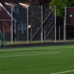 Jocke lyfter boll mot mål