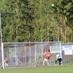 En höjdarboll som bevakas av Jacob Sjöström