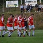daniel johansson gratuleras efter kvitteringsbollen