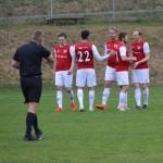 Fredrik Nilsson gratuleras för matchens första mål