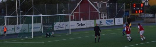 Straffen som gav hemmalaget 1-0. Skytten lurar alltid duktige HIK-keepern Daniel Ahlm åt fel håll och bollen skapar litet nätrassel.