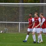 tre nöjda rödvita lirare och en tredje målboll i buren signerad av blaise agbakwuru