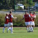 Alexander Wallinder gratuleras för 1-0 målet