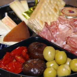 Beställ din tapas och picknicktallrik hos Tant Grön  på Bjäre utanför Båstad
