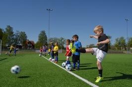 Träning med SSK:s nya knattelag i fotboll. Vilken pärla han får till, Viggo Wallerström!